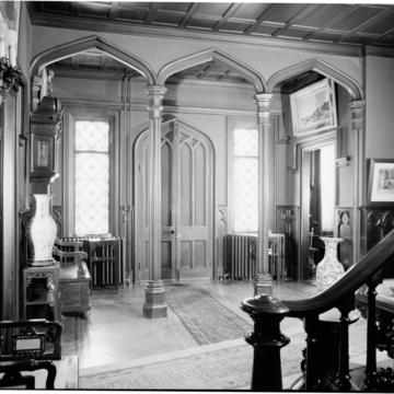 George Noble Jones House (Kingscote) (entrance hall)